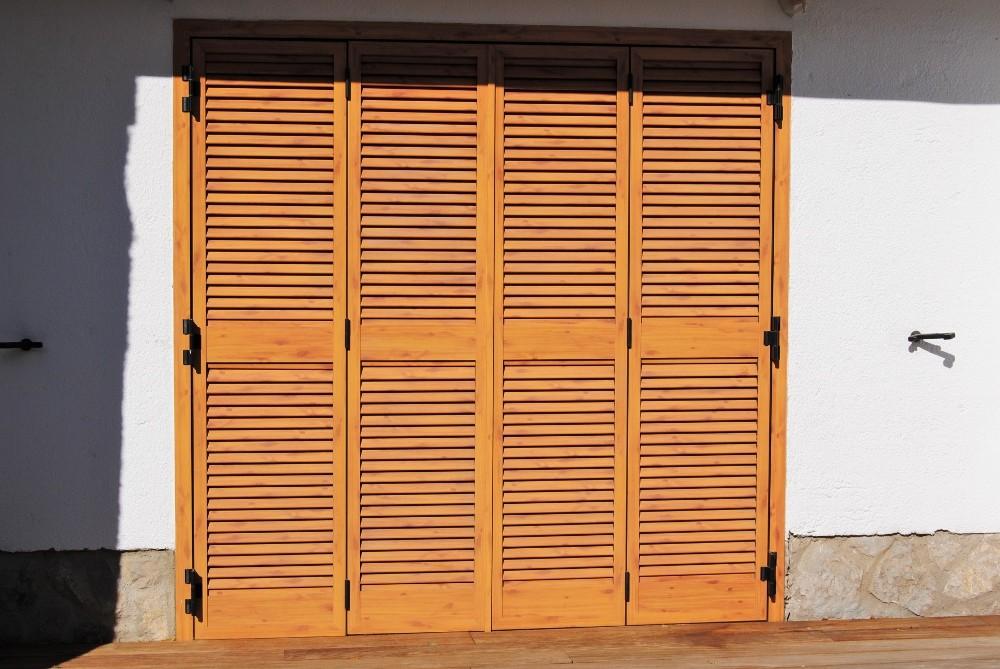 Puerta aluminio imita madera