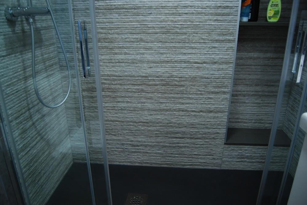 Baño en grises
